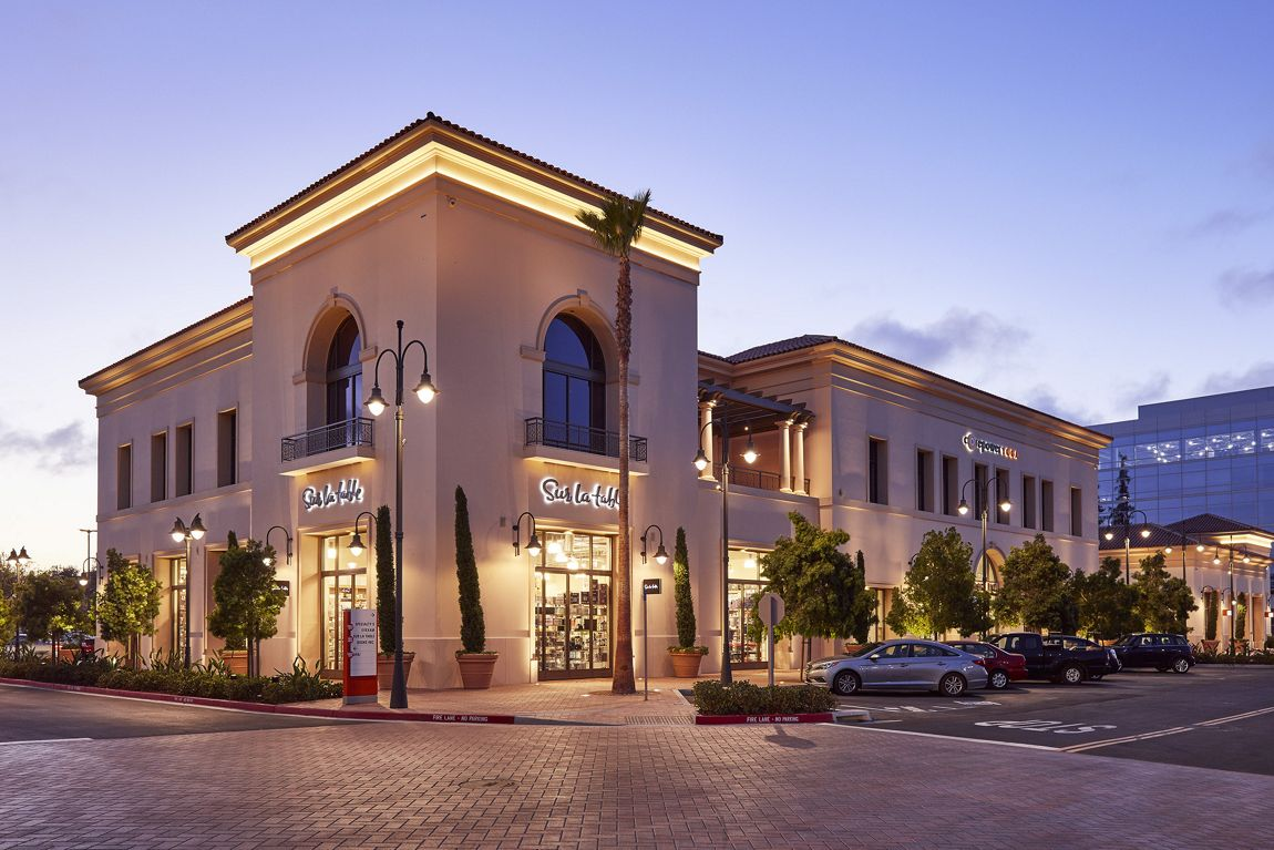 Exterior view of Sur La Table at Irvine Company Retail Properties in Santa Clara, CA.