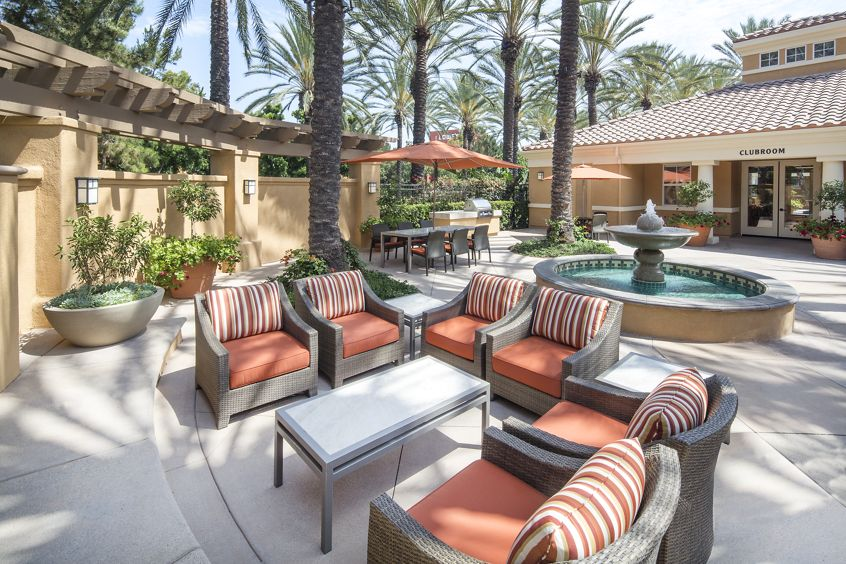 Exterior view of the courtyard at Las Palmas Apartment Homes in Irvine, CA.