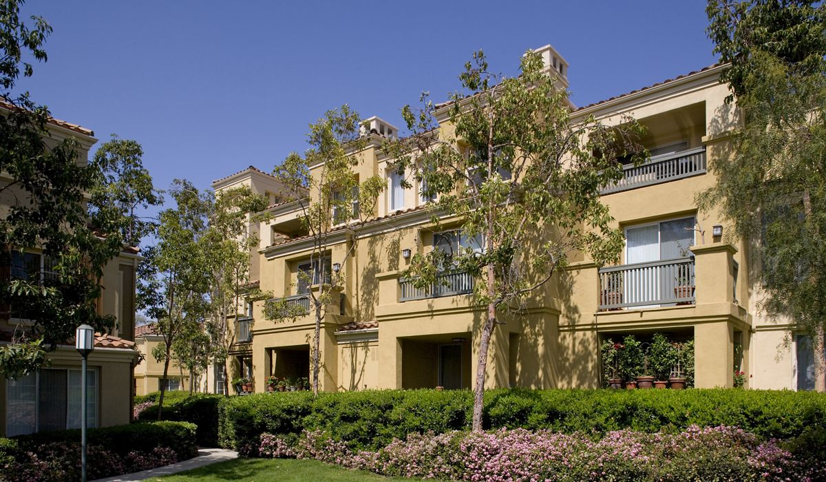 Exterior view of San Paulo Apartment Homes in Irvine, CA.