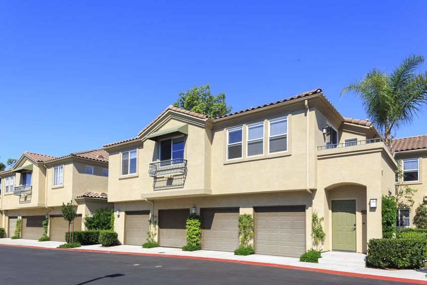 Exterior view of Shadow Oaks Apartment Homes in Irvine, CA.