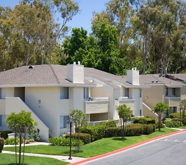 Exterior view of Turtle Rock Vista Apartment Homes in Irvine, CA.