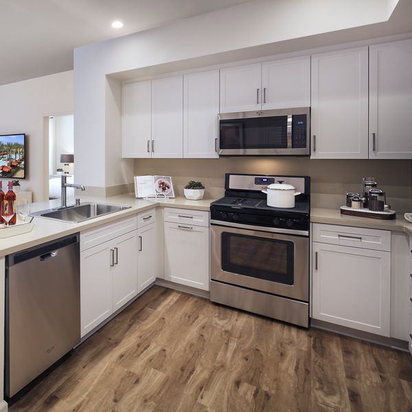 Kitchen and dining area of Westview at Irvine Spectrum Apartment Homes in Irvine, CA.