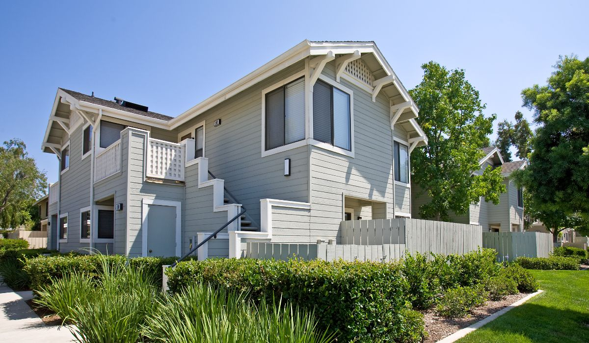 Exterior view of Woodbridge Willows Apartment Homes in Irvine, CA.
