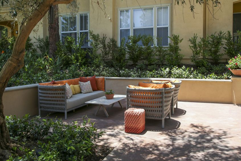 Exterior view of courtyard with outdoor seating at Newport Ridge Apartment Homes in Newport Beach, CA.
