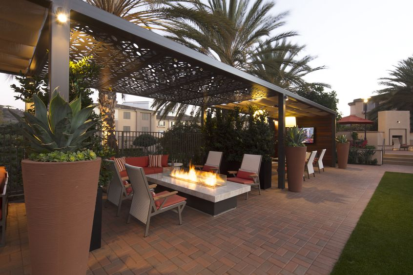 Exterior patio at Del Rio Apartment Homes in Mission Valley, CA.