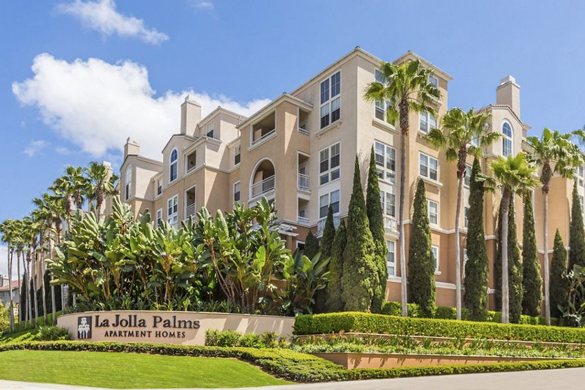 Exterior view of La Jolla Palms Apartment Homes in San Diego, CA.