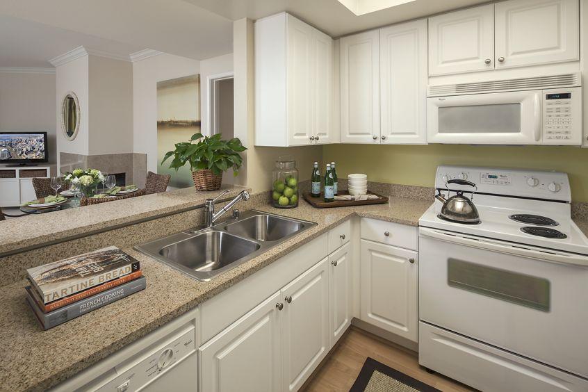 Model Interior Kitchen