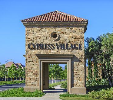 General views of Cypress Village Community. Lamb 2014.