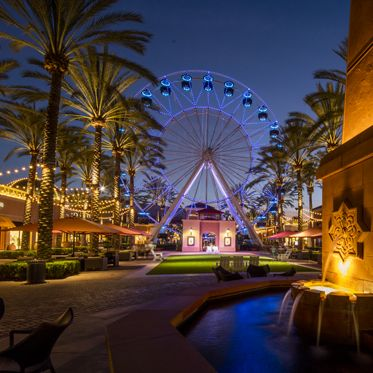 Nighttime view of the Giant Wheel at Irvine Spectrum Center. Lamb 2016.