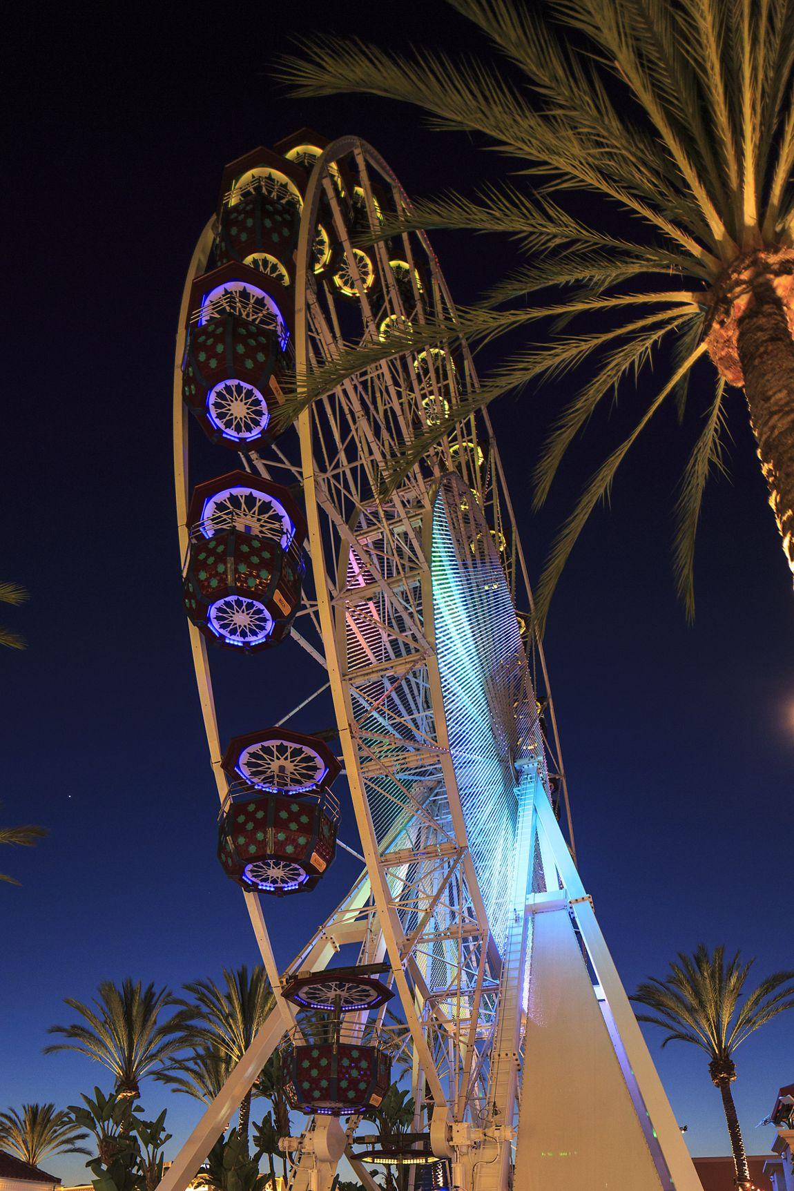 Giant Wheel at Irvine Spectrum Center. Lamb 2015.