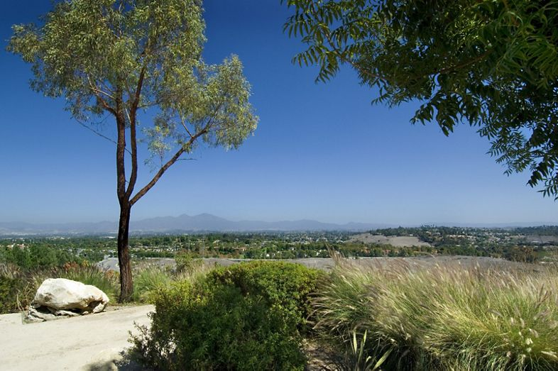 Exterior views of Aliso Town Center Apartment Homes. Off-Ranch. Archstone 2007.