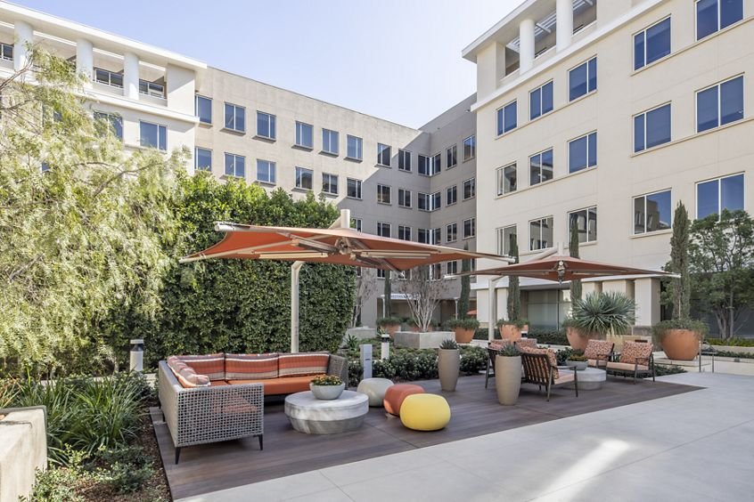 Exterior view of Western Asset Plaza Commons in Pasadena, CA.