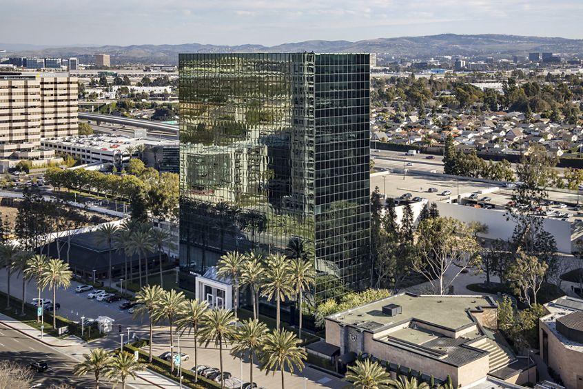 Exterior view of 611 Anton Boulevard at Pacific Arts Plaza in Costa Mesa, CA.