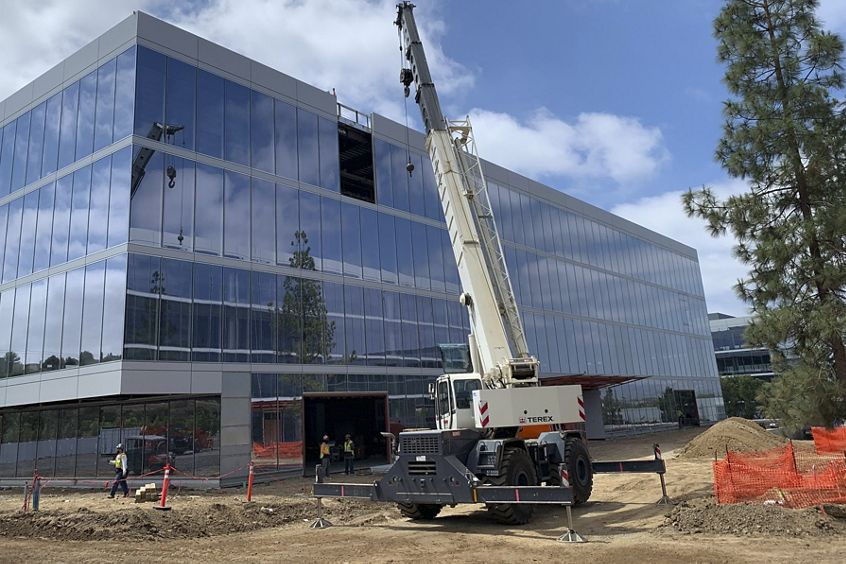 The last curtain wall panel is installed at 17400 Laguna Canyon providing 115K sq. ft. of workspace
