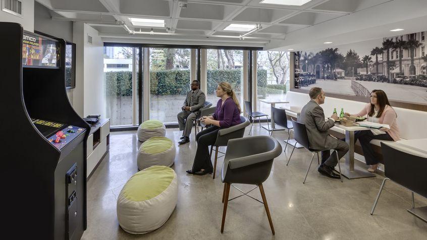 La Jolla Gateway - Customer Lounge