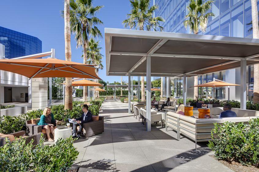 Lifestyle photographyof the outdoor workspace area of Ona La Jolla Center, San Diego, California