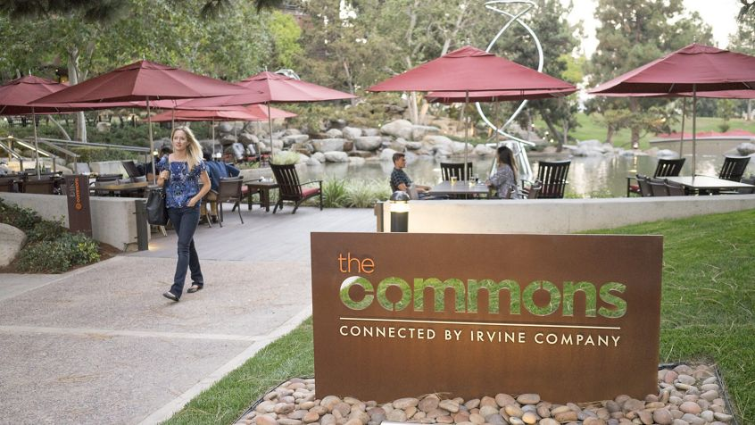 Lifestyle photography of the Commons at The Plaza, 4320 - 4380 La Jolla Village Drive & 4365 Executive Drive • San Diego , CA 92121
