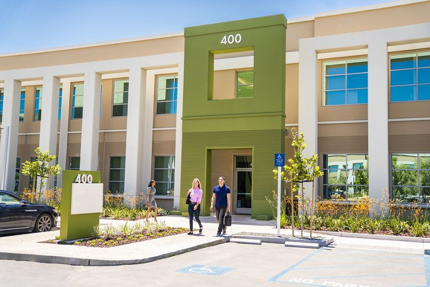 Lifestyle photography of the building entry at McCarthy Center - 400 N McCarthy Boulevard in Milpitas, CA