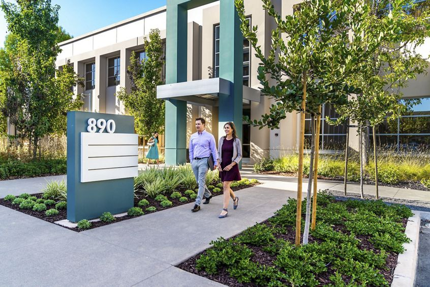 Lifestyle photography of the building entry at McCarthy Center - 890 N McCarthy Boulevard in Milpitas, CA