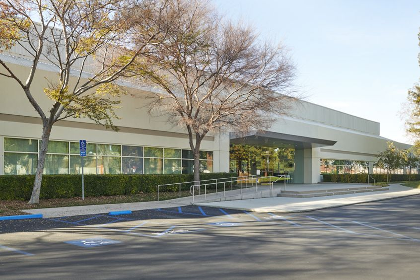 Exterior view of 435 Oakmead Parkway, Sunnyvale, CA
